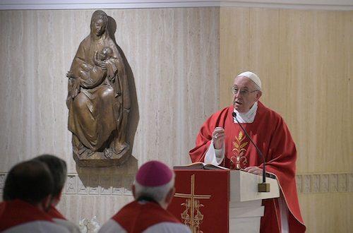 """""""VIVIR ACUSANDO A LOS DEMÁS, NO ES EL ESTILO CRISTIANO"""". Homilía del Papa en Santa Marta"""