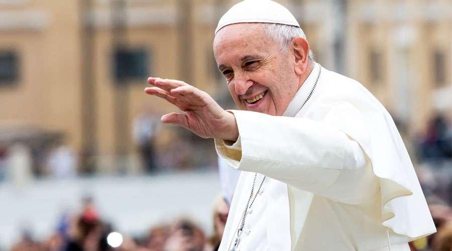 """""""HAY MILAGROS QUE SOLO PUEDEN OCURRIR SI TENEMOS UN CORAZÓN DE NIÑO"""". Misa del Papa en Rakovski, Bulgaria"""