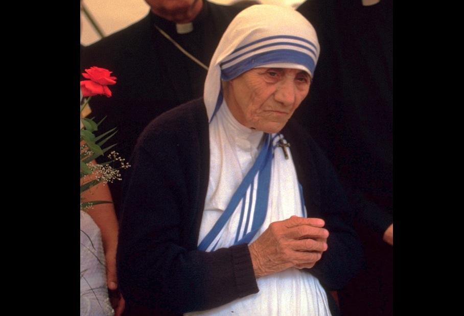 """""""DIOS DEPENDE DE NOSOTROS PARA AMAR AL MUNDO..., NOS USA, A PESAR DE NUESTRAS MISERIAS"""" Santa Teresa de Calcuta"""