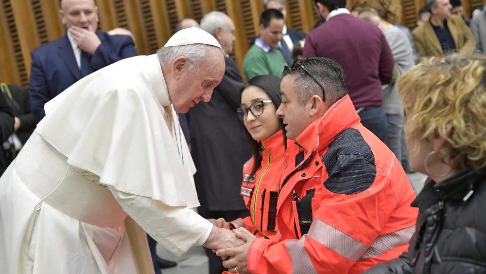 """""""SANTOS Y PECADORES, TODOS AMADOS POR EL MISMO PADRE"""". Catequesis del Papa"""